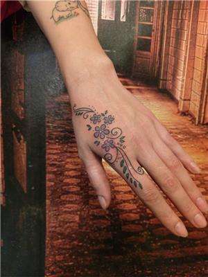 el-uzeri-kesik-izi-cicek-ve-sarmasiklar-ile-kapatma-dovmesi---hand-scar-cover-with-flower-tattoo