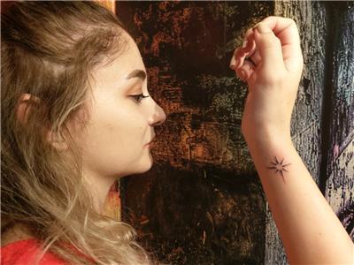 minimal-kutup-yildizi-dovmesi---minimal-north-star-tattoo