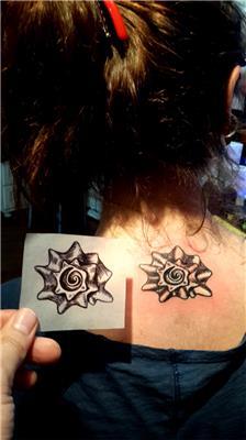 maya-sembolu-ortadan-kesilmis-deniz-kabugu-dovmesi---maia-symbol-winkle-tattoo