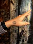 papatya-dovmesi---daisy-tattoo