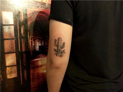 kaktus-ve-cicekler-dovmesi---old-school-cactus-and-flowers-tattoo