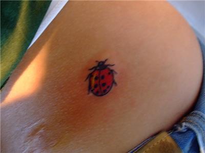 ugur-bocegi-dovmesi---ladybug-tattoo