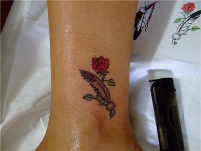 gul-ve-tuy-dovmesi---rose-and-feather-tattoo