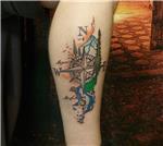 pusula-ve-doga-renkli-harita-dovmesi---compass-and-nature-map-tattoo