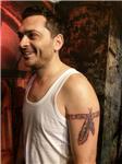 maori-kol-bandi-ve-kizilderili-tuyleri-dovmesi---maori-arm-band-and-indian-feathers-tattoo