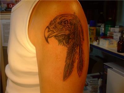 kartal-basi-ve-tuy-dovmesi---eagle-head-and-feather-tattoo