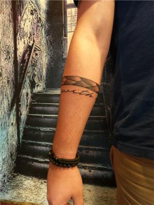 golgeli-serit-bant-ve-kolu-saran-yazi-dovmeleri---shade-band-and-live-with-me-tattoo