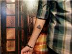 penrose-imkansiz-ucgen-dovmesi---penrose-triangle-tattoo