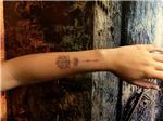 kol-uzerine-lotus-cicegi-ve-ok-dovmesi---lotus-arrow-arm-tattoo