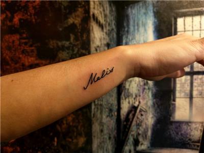 bilek-isim-dovmesi-melis---name-tattoos