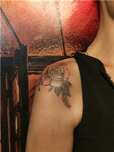 Omuza Gül Dövmesi / Rose Tattoo on Shoulder