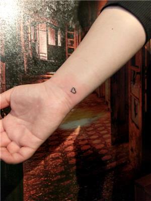 kucuk-kalp-dovmeleri---minimal-heart-tattoos