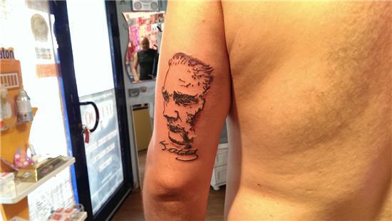 mustafa-kemal-ataturk-portresi-ve-imzasi-dovme---mustafa-kemal-ataturk-portrait-and-signature-tattoo