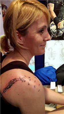 omuzda-tuy-ve-kuslar-dovmesi---feather-and-birds-tattoo