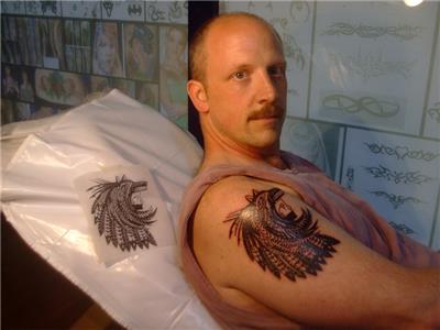 kizilderili-aztek-kurt-basi-icinde-atmaca-maskesi-ve-insan-figuru-dovmesi---indian-aztec-wolf-hawk-human-tattoo-desing