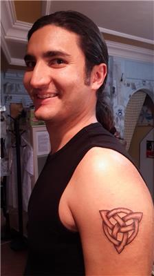 triquetra-kelt-motifi-dovmesi---triquetra-tattoo