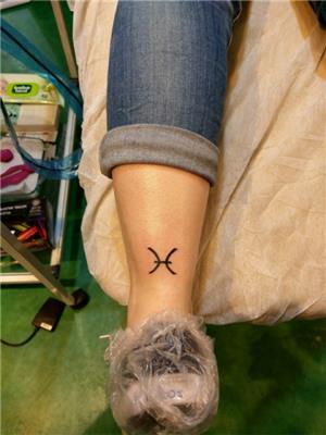 balik-burcu-sembolu-dovmesi---pisces-horoscope-sign-tattoo