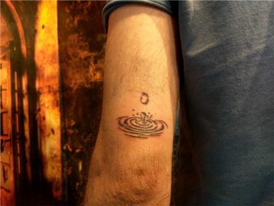 su-damlasi-su-halkalari-dovmesi---water-drop-and-circle-tattoo
