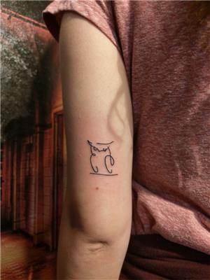 minimal-cizgisel-baykus-dovmesi---minimal-line-work-owl-tattoo