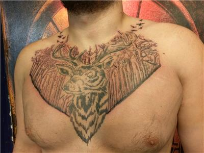 gogus-uzerine-geyik-ve-orman-dovmesi---deer-and-forest-tattoo