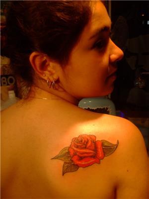 omuza-kirmizi-gul-dovmesi---red-rose-tattoo