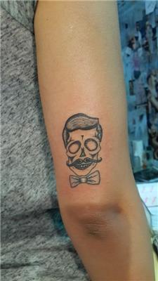 kuru-kafa-dovmesi---stayin-classy-skull-tattoo