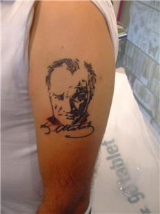 Atatürk Portre ve İmza Dövmesi / Atatürk Portrait and Signature Tattoo