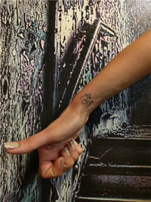 minimal-geyik-dovmeleri---minimal-deer-tattoos