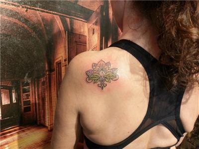 omuza-lotus-dovmesi---lotus-tattoos