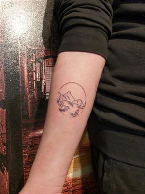 cember-icinde-cizgisel-doga-dovmesi---nature-in-circle-tattoo