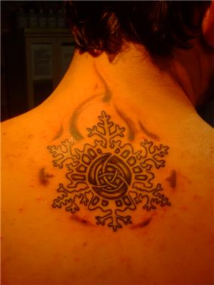 kar-tanesi-dovmesi---snowflake-tattoos