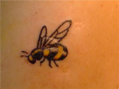 ari-dovmesi---bee-tattoo