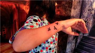 Bileğe Uçan Kuşlar Dövmesi / Flying Birds Tattoo