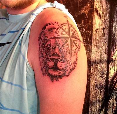 aslan-ve-pusula-dovmesi---lion-and-compass-tattoo