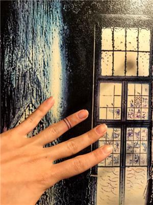 parmaga-cizgi-dovmesi---finger-line-tattoo